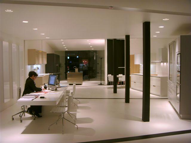 El nuevo showroom de mitica cocinas ba os logro o for Showroom banos y cocinas