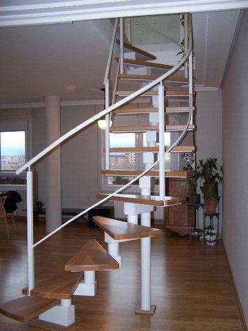 Escalera met lica para vivienda d plex en logro o la for Decoracion escaleras duplex